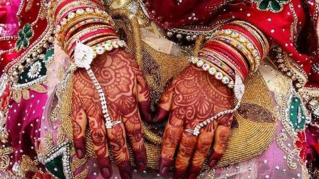 married woman hands